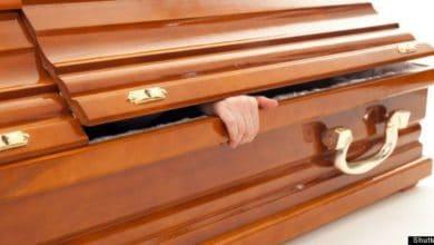 Photo of Zimbabwe, si risveglia durante il suo funerale: era stato dichiarato morto (VIDEO)