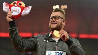 Photo of Olimpiadi: vince la medaglia d'oro ai mondiali di atletica, si ubriaca e la usa per pagare il taxi